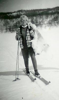 Mamma på skidor